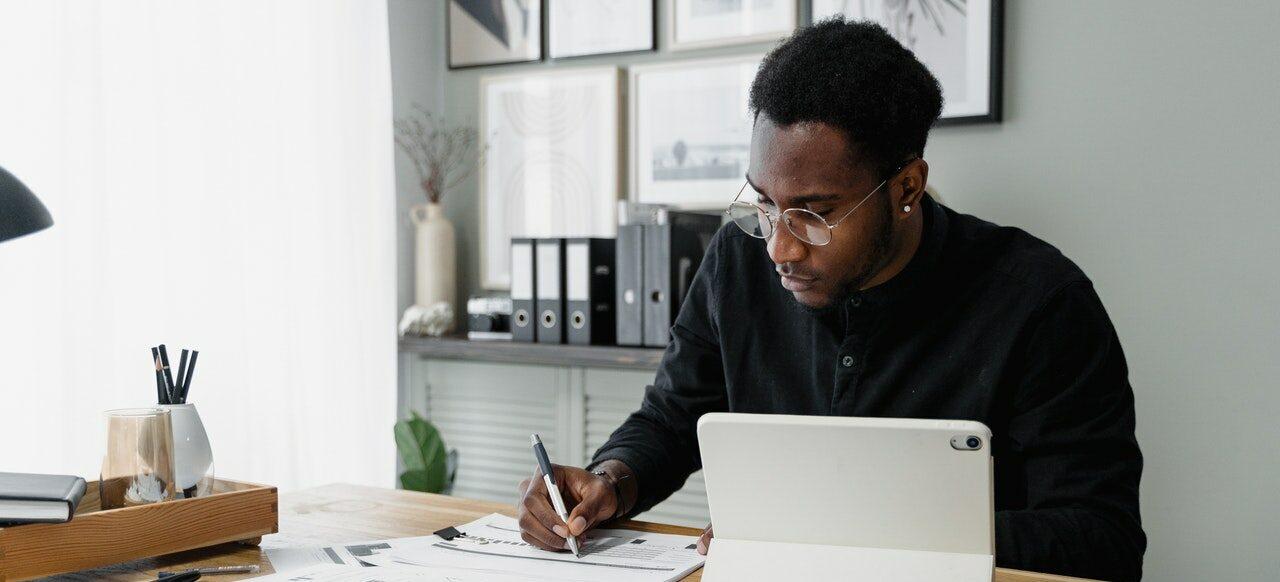 Freelancer berechnet sein Gehalt