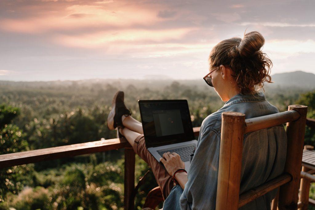 Freelancer mit Laptop