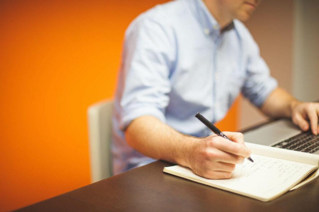 Vor der Unternehmensgründung sollten sich Gründer immer anschauen, welche Unternehmensform für ihre Tätigkeit infrage kommt - so lässt sich viel Arbeit und auch viel Geld sparen.  Bildquelle: @ StartupStockPhotos / Unsplash.com